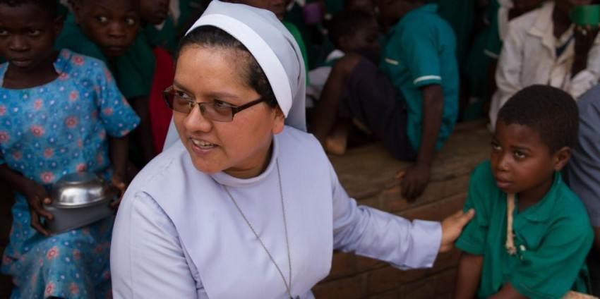 Sr Sonia, Malawi, nutrition, feeding programme, Africa, child, nun