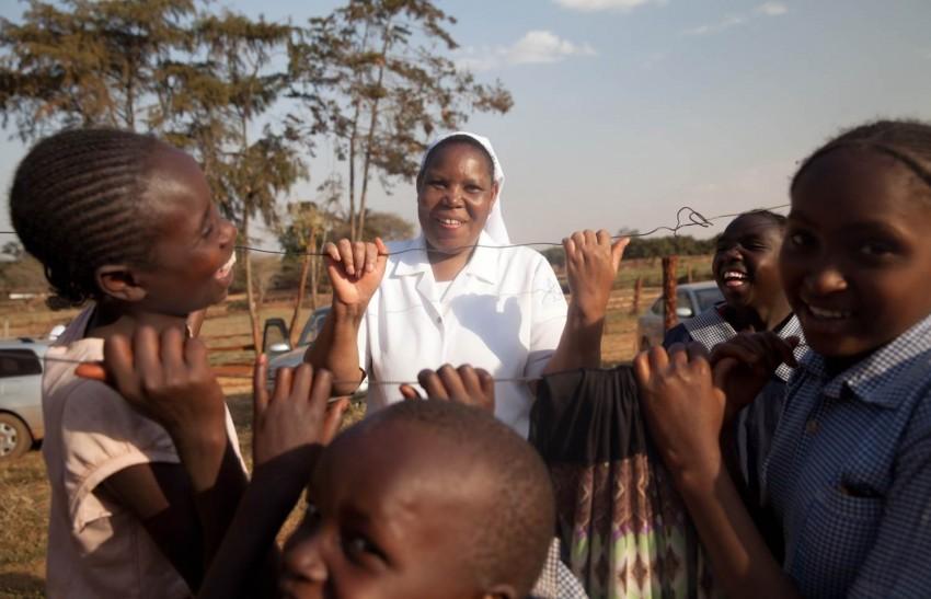 Kenya, feeding programme, nutrition, children, nun, Thika, plantations, coffee